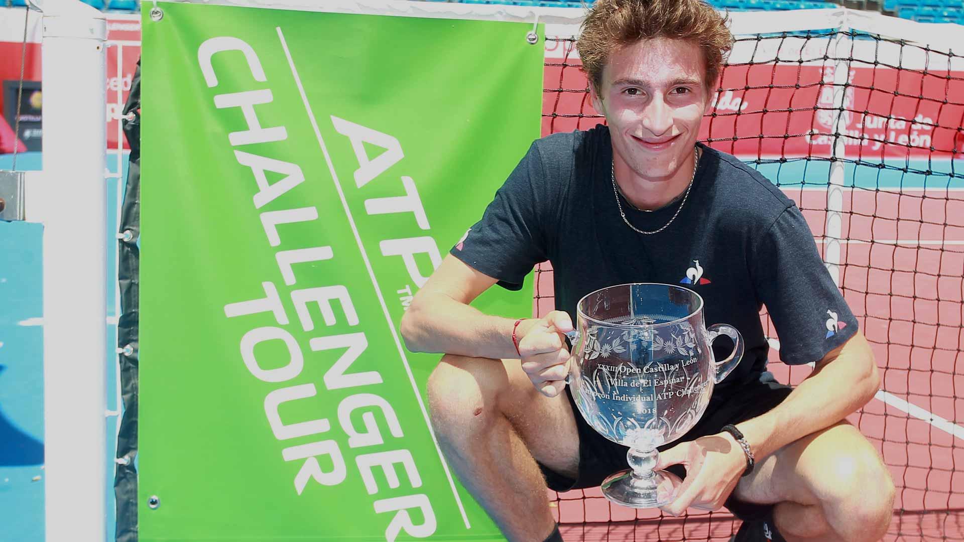 Ugo Humbert posa con el título del Challenger de Segovia