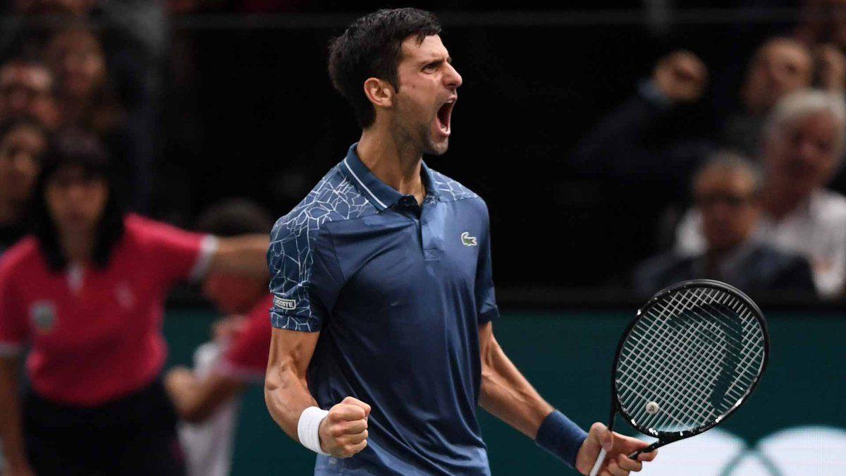 Djokovic celebra el triunfo ante Federer en el Masters 1000 París