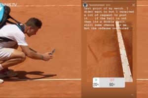 Marton Fucsovics hace una foto al bote de la pelota en el Masters 1000 de Roma
