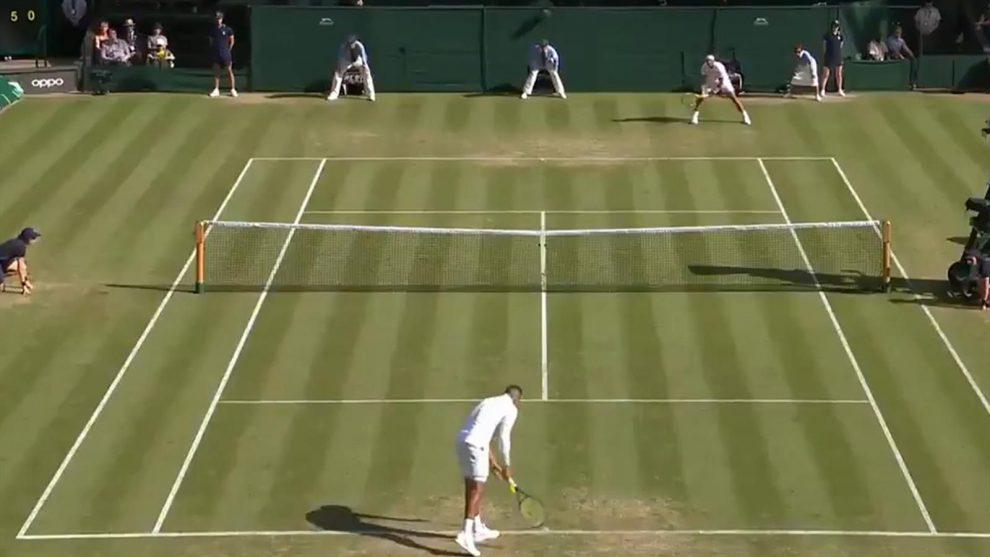Saque por debajo tenis