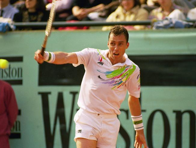 Tenistas con más temporadas ganando 10 o más títulos