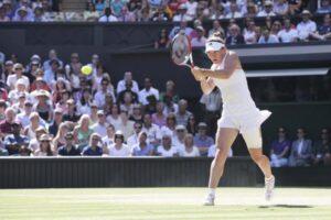 Halep baja Wimbledon
